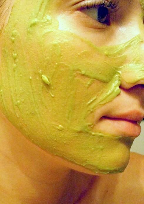Dưỡng da với mặt nạ bơ