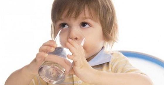 Hãy uống thật nhiều nước để ngăn chặn ngay tình trạng nấc cục