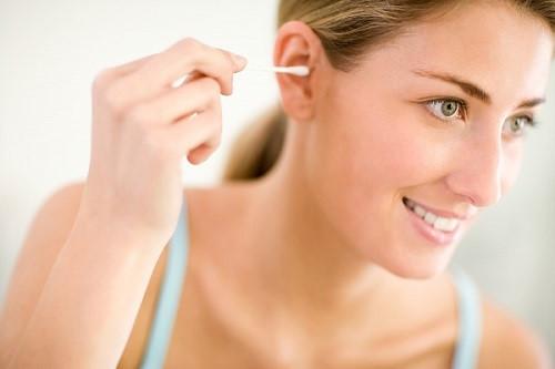 Mẹo vặt giúp trị nước vào tai