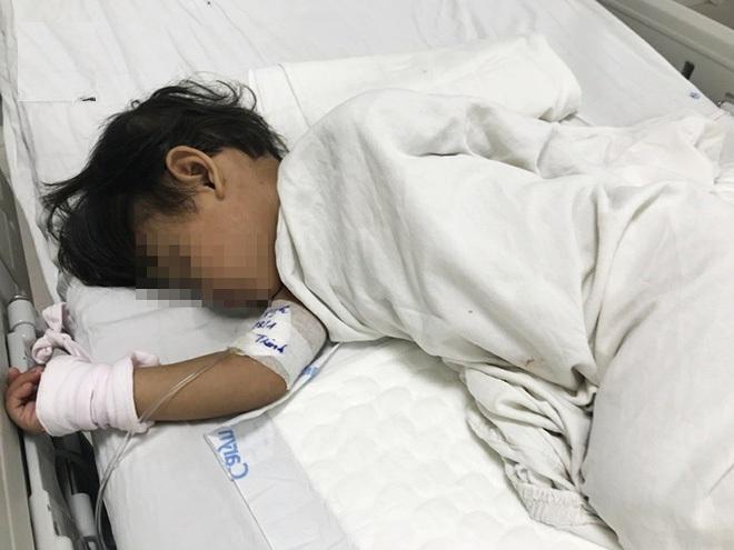 mẹ ép con 3 tuổi uống thuốc diệt cỏ cùng chết