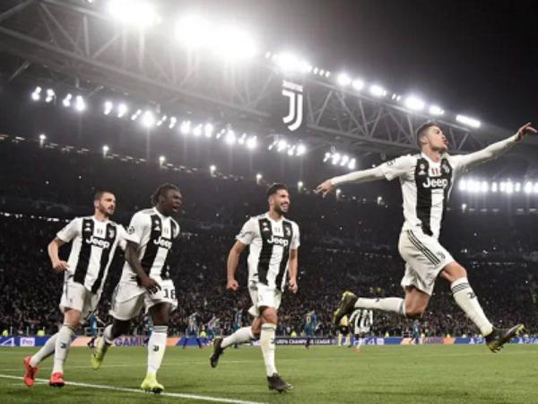 Ronaldo lập Hat-trick, Juventus lội ngược dòng để vào tứ kết